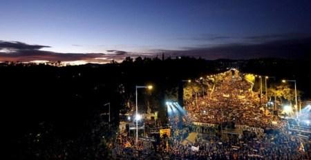Vista general de la manifestación convocada por la ANC y Omnium en Barcelona para exigir la libertad de Jordi Sánchez, Jordi Cuixart y los miembros del Govern cesados, que han sido encarcelados por orden de la Audiencia Nacional. EFE/Alberto Estévez