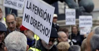 Un manifestante de las marchas para reclamar pensiones dignas. EFE