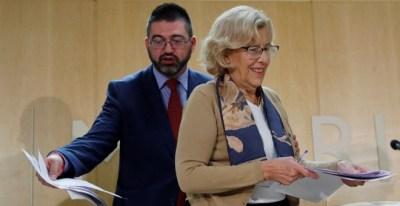 La alcaldesa de Madrid, Manuela Carmena, junto al delegado de Economía y Hacienda, Carlos Sánchez Mato. EFE/ Juan Carlos Hidalgo