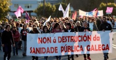 Manifestación en Santiago de Compostela en defensa de la sanidad pública. EFE