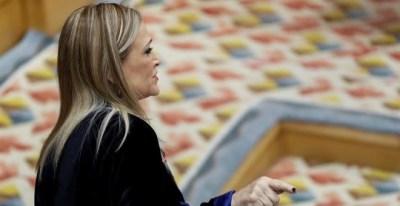 La presidenta de la Comunidad de Madrid, Cristina Cifuentes, durante su intervención en el pleno de la Asamblea de Madrid.- EFE