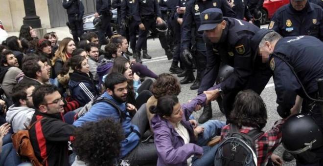Protestas tras el desalojo del edificio 'La Madreña'. EFE