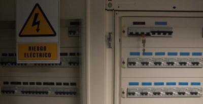 Un cuadro eléctrico en unas oficinas en Madrid. REUTERS/Sergio Perez