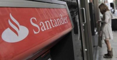 Cajero automático del Banco Santander EFE/Archivo