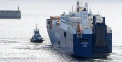 Imagen de archivo del buque saudí 'Bahri Jazan' entrando en el puerto de Bilbao. LUIS ARBIDE