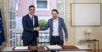 El presidente del Gobierno, Pedro Sánchez, y el líder de Podemos, Pablo Iglesias, en la firma del acuerdo presupuestario para 2019 / PODEMOS