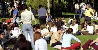 Más de dos millones de jóvenes en España se encuentran en situación de pobreza | EFE
