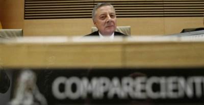 El exministro de Fomento José Blanco en la comisión de investigación del accidente ferroviario del Alvia en Angrois (Santiago de Compostela). (JUAN CARLOS HIDALGO   EFE)