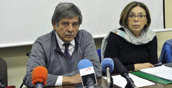 La abogada Ana Messuti, coordinadora de la obra, junto al ya fallecido Carlos Slepoy, a quien está dedicada la obra