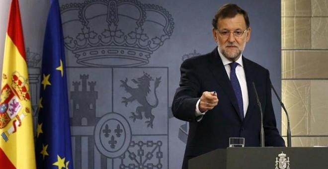 El presidente del Ejecutivo, Mariano Rajoy, durante su comparecencia hoy en el Palacio de La Moncloa. / SERGIO BARRENECHEA (EFE)