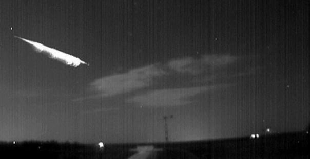 Una espectacular bola de fuego cruza el país a 95.000 kilómetros por hora. /LAHITA