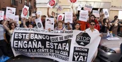 Foto de archivo de una protesta callejera contra un desahucio. / EFE