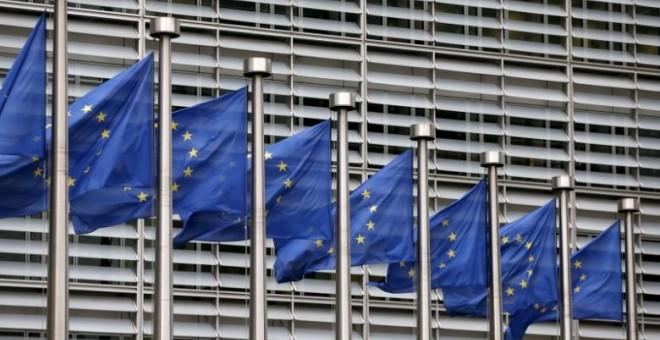 Banderas de Europa en la sede de la Comisión Europea en Bruselas, Bélgica. REUTERS