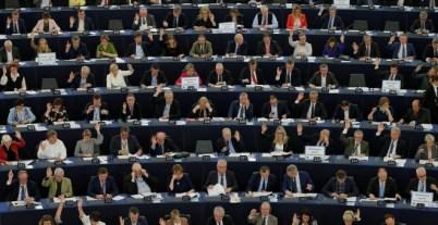 Miembros del Parlamento Europeo en la votación de la sesión de control sobre las prioridades del Brexit en el Parlamento Europeo en Estrasburgo, Francia.REUTERS/Vincent Kessler
