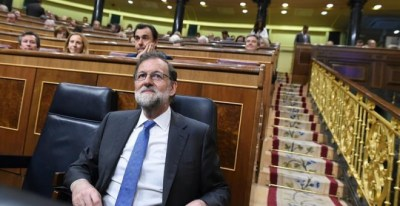 El presidente del Gobierno, Mariano Rajoy, en la segunda sesión del debate de enmiendas al proyecto presupuestario de 2017 esta tarde en el pleno del Congreso. EFE/Fernando Villar