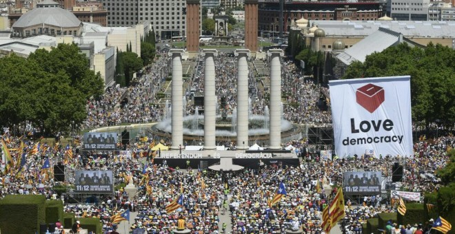 La Plaça Puig i Cadafalch durant l'acte en defensa del referèndum