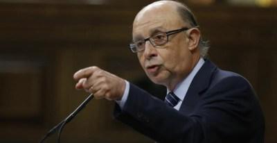 El ministro de Hacienda, Cristóbal Montoro, durante su intervención en el pleno del Congreso de los Diputados, celebrado hoy. EFE/Kiko Huesca