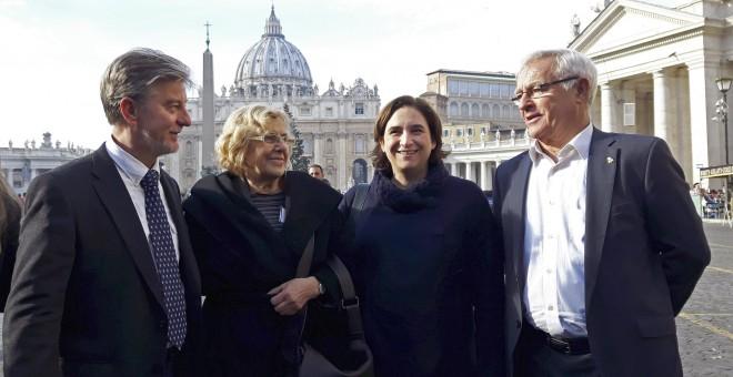 Los alcaldes de Zaragoza, Pedro Santisteve, Madrid, Manuela Carmena, Barcelona, Ada Colau, y Valencia, Joan Ribó, en Roma. EFE