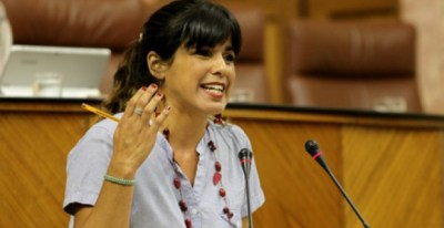 La portavoz del Grupo Podemos, Teresa Rodríguez, defiende ante el Pleno una propuesta de reforma del Reglamento del Parlamento.