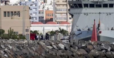 El cadáver de uno de los fallecidos en el segundo accidente de helicóptero 'Super Puma' llega a Las Palmas. EFE