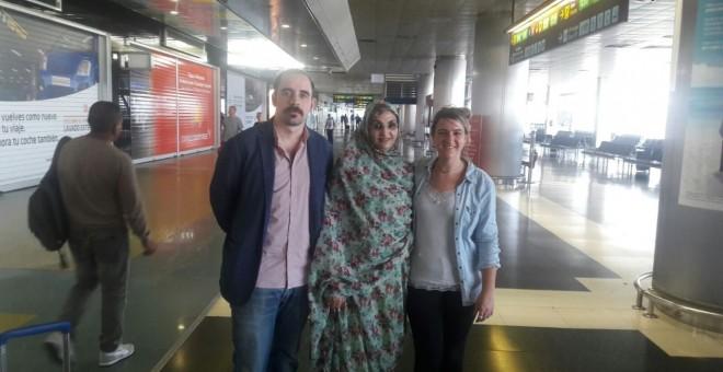 Los concejales vascos de IU Unai Orbegozo y Amaia Arenal con la activista saharaui Aminatou Haidar