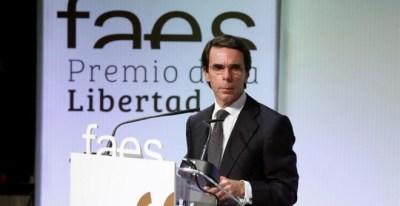 El presidente de la Fundación FAES y expresidente del Gobierno José María Aznar, durante su intervención en la entrega del VIII Premio FAES. EFE/JuanJo Martín