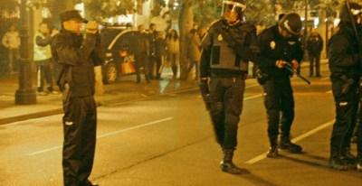 Uno de los agentes graba los incidentes durante el 14 de noviembre de 2012 en Logroño.- STOP REPRESIÓN LA RIOJA