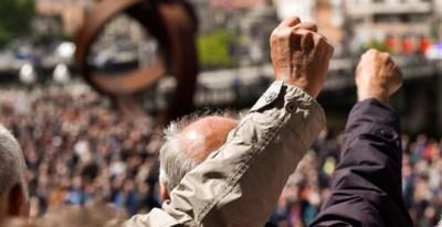 Jubilados protestan por las presiones en una concentración en Bilbao. EFE