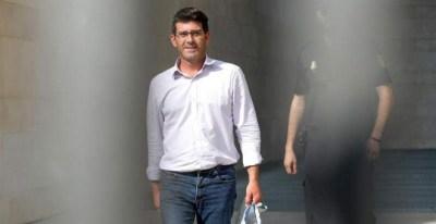 El presidente de la Diputación de Valencia, Jorge Rodríguez, en el momento de quedar en libertad el pasado jueves. (MANUEL BRUQUE   EFE)