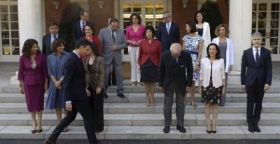 El presidente del gobierno Pedro Sánchez, durante la foto de familia previa a la reunión del Consejo de Ministros tras la incorporación de José Guirao. /EFE