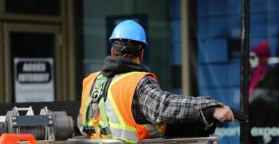 La reforma laboral recortó las indemnizaciones por despido a los trabajadores entre un 26% y un 87%. PÚBLICO
