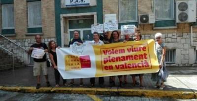 Concentración en el centro de salud de la Plataforma per la Llengua País Valencià