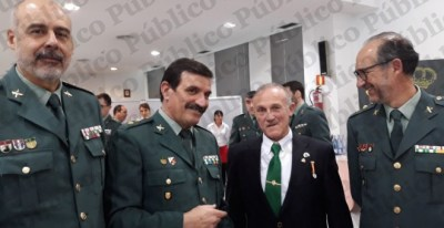 Manuel Murillo, en dependencias de la Guardia Civil de Barcelona a principios de este año tras ser condecorado y en compañía de tres tenientes coroneles del instituto armado. /PÚBLICO