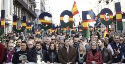 Detalle de la cabecera de la manifestación de Jusapol en Barcelona, el 20 de enero, de 2018, con la plana mayor de Ciudadanos en el centro de la pancarta principal.