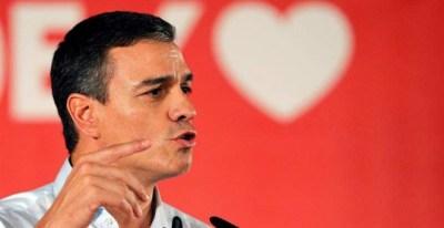 Pedro Sánchez participa en un mitin de la precampaña electoral. (JUAN CARLOS CÁRDENAS | EFE)