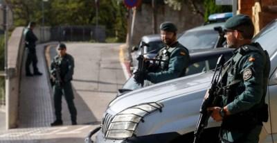 Operativo de la Guardia Civil contra los CDR en Sant Fost de Campsentelles. / QUIQUE GARCÍA / EFE