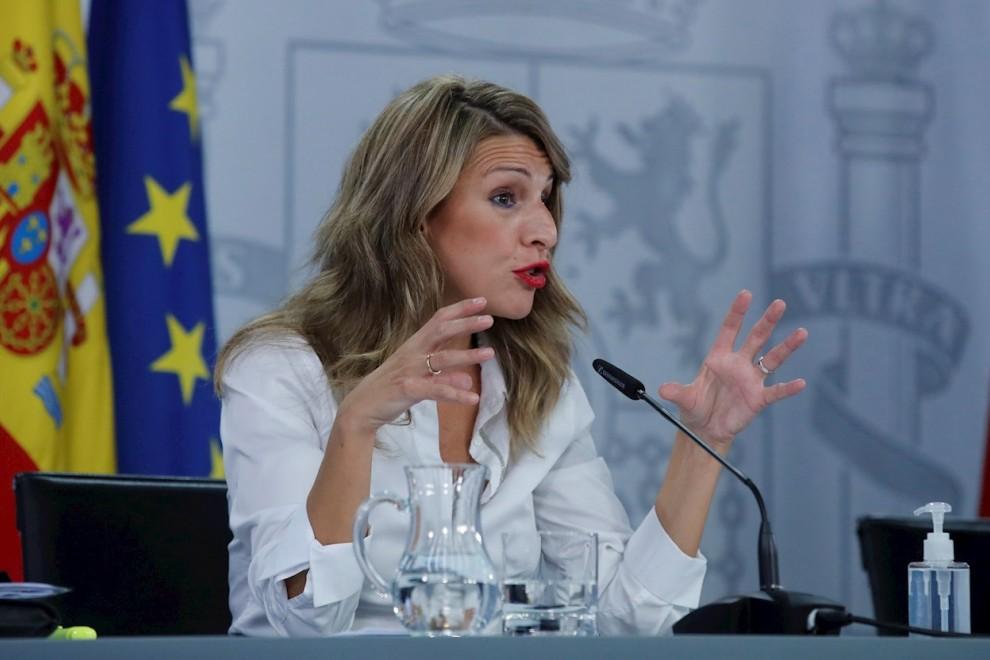 MADRID, 13/10/2020.- La ministra de Trabajo Yolanda Díaz, hoy martes durante la rueda de prensa posterior al Consejo de Minsitros celebrada en el palacio de La Moncloa.- EFE/JUAN CARLOS HIDALGO