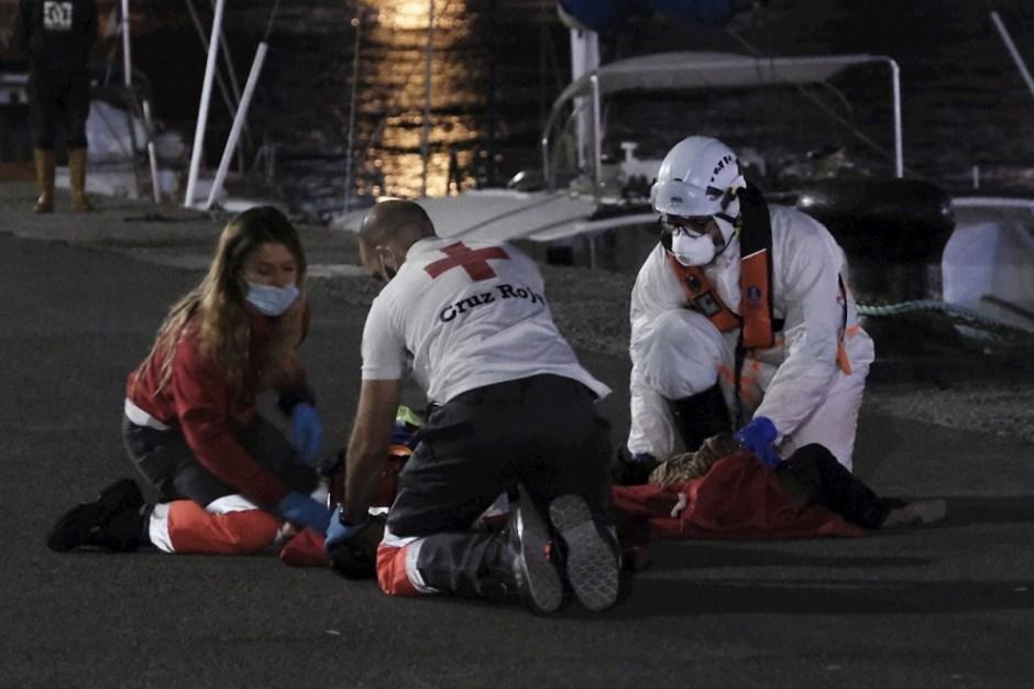 Bebé reanimado en Arguineguín: La dramática reanimación de un bebé que  llegó sin pulso en la patera rescatada en Gran Canaria   Público