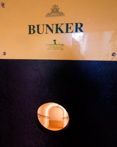 La puerta acorazada que da acceso al búnker.- CHRISTIAN GONZÁLEZ