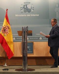 El ministro del Interior, Juan Ignacio Zoido, a su llegada a la rueda de prensa posterior a la reunión del pacto antiyihadista. EFE/J. J. Guillén