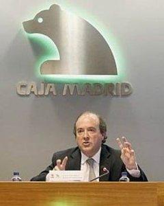 El director general adjunto de Caja Madrid, Juan Astorqui (centro) en una imagen de archivo.