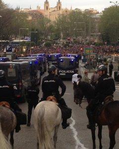 Policía a caballo en el dispositivo de seguridad dispuestos frente a la manifestación 'Rodea el Congreso' en septiembre de 2012. J.A.B.