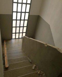 Fotografías de la escalera de Diego tras unos altercados.