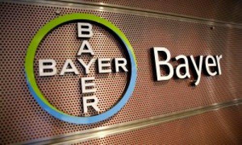El logo de Bayer en una de sus sedes en la localidad alemana de Leverkusen./ REUTERS/Wolfgang Rattay