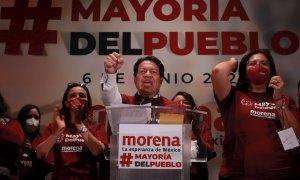 El presidente nacional del Movimiento de Regeneración Nacional (MORENA), Mario Delgado (c).