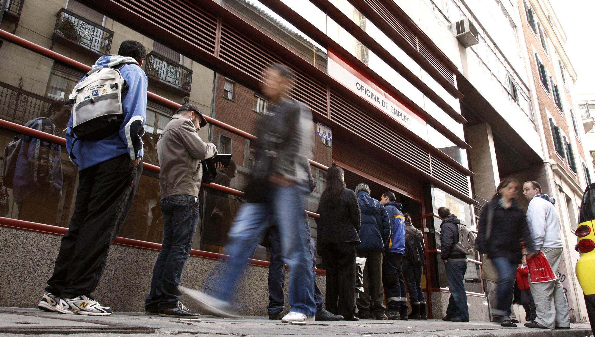 Subsidio para personas desempleadas mayores de 52 años, ¿no para todas?