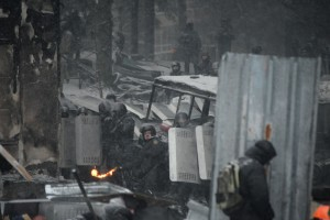 Anti-riot police forces consisting of both Internal Troops holding protective position and Berkut special policemen shooting. Kiev, Ukraine. Jan 22, 2014 © Mstyslav Chernov | unframe.com