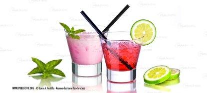 Cocktail de Fresa, limón y hierbabuena