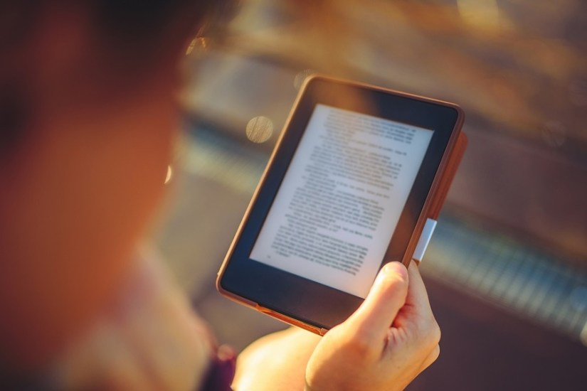 Como resposta ao crescimento do consumo de e-books por brasileiros, Saraiva Educação e Record colocam no mercado selos por onde publicarão títulos exclusivamente no formato digital   ©Aleksandravicius / Shutterstock