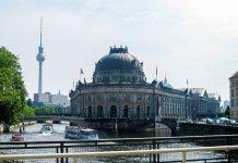 Berlin, Isla de los museos y la torre de fondo